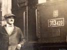 Strojvedoucí a parní lokomotiva 313.420