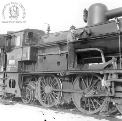 Parní lokomotiva 354.759 s tendrem 516.0787